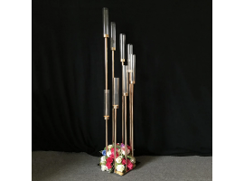 """Candeliere """"Event"""" a 8 luci in metallo, dimensione 28 x 28 x 136 cm. Colore oro"""